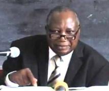 Théophile Obenga : «Les constitutions congolaises suscitent des querelles parce qu'elles sont très infirmes»