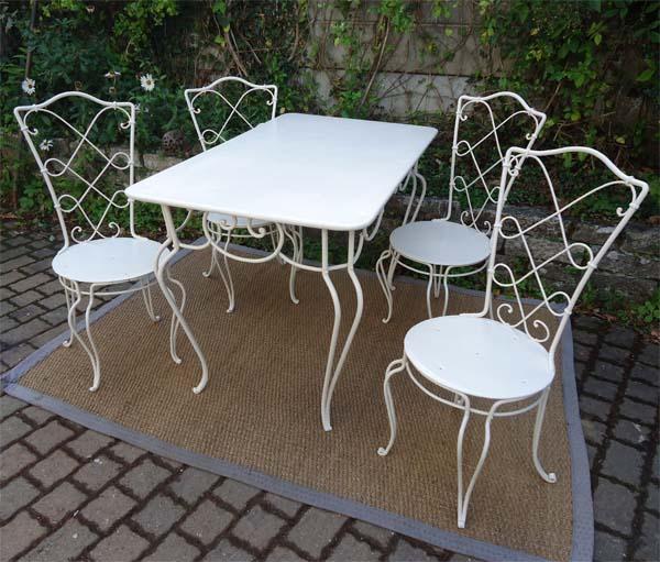 4 chaise 1 table travail pouvant etre attribue a rene prou