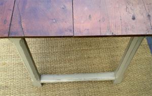 Belle Table Rustique Rectangulaire Avec Un Beau Plateau En