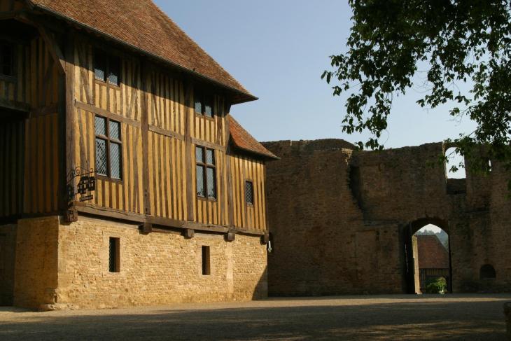 Le Château de Crèvecoeur   Authentic Normandy : Office de Tourisme ...