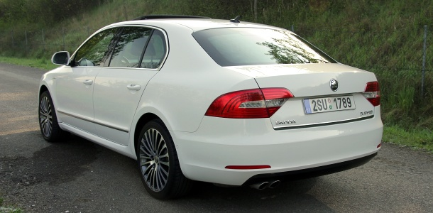test-skoda-superb-20-tdi-103-kw-4x4-laurin_a_klement-p2