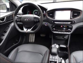 Cockpit des Hyundai Ioniq Elektro. Foto: Petra Grünendahl.