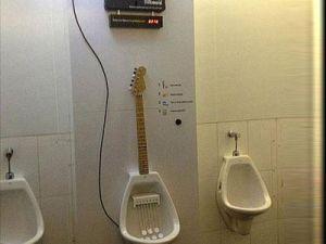 Guitar Urinoir