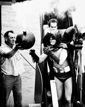 Adam-West-filming-the-classic-bomb-scene-in-Batman-The-Movie