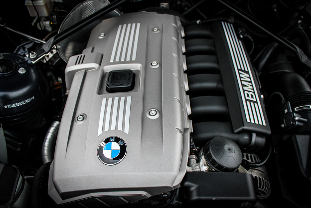 BMW Z4 COUPE PLASTIC ENGINE
