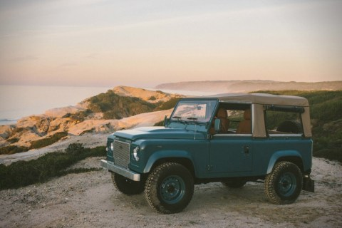 Land-Rover-D90-Heritage-Surf-Truck-3