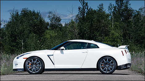 2013 Nissan GT-R side view