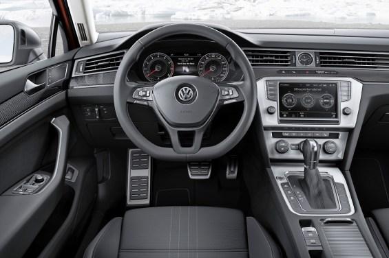 Das Cockpit des neuen Volkswagen Passat Alltrack. Bildquelle: VW AG