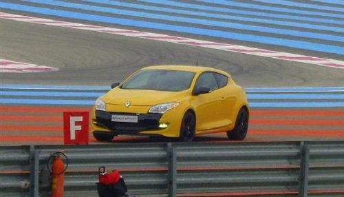 renault-megane-rs-spied-on-track_2a