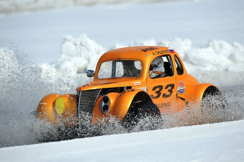 russia-race-with-legend-cars-on-snow-18