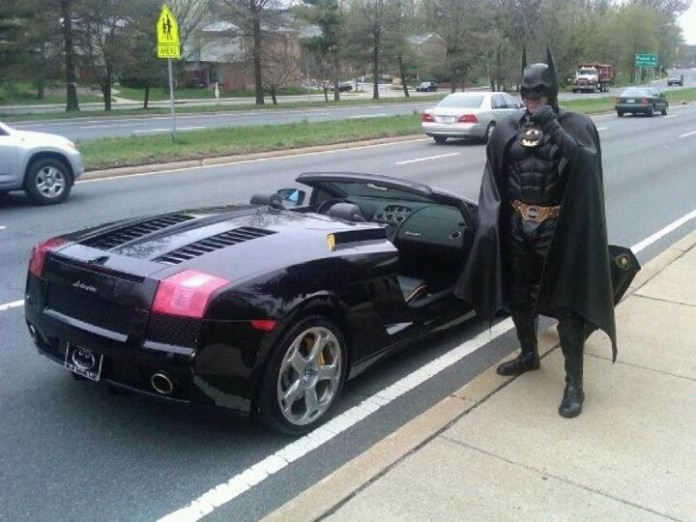 batman-on-lamborghini-gallardo-spyder