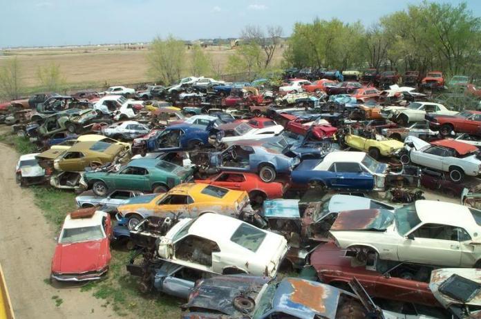 Η μεγαλύτερη μάντρα με εγκαταλελειμένα Ford Mustang του ...