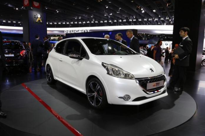 peugeot-208-gti-live-in-paris-2012-11