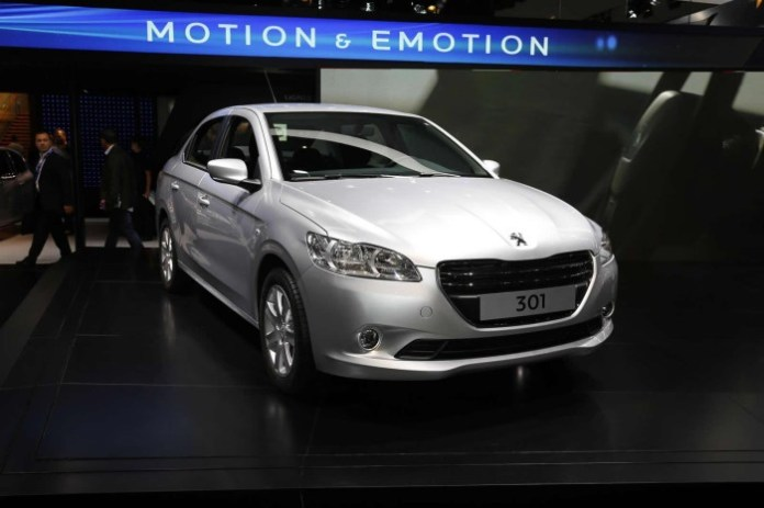Peugeot 301 Live in Paris 2012