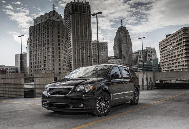 Chrysler Town and Country S 2013