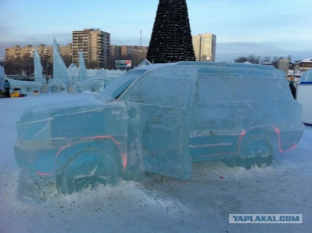 Carved Toyota Land Cruiser From Ice (7)
