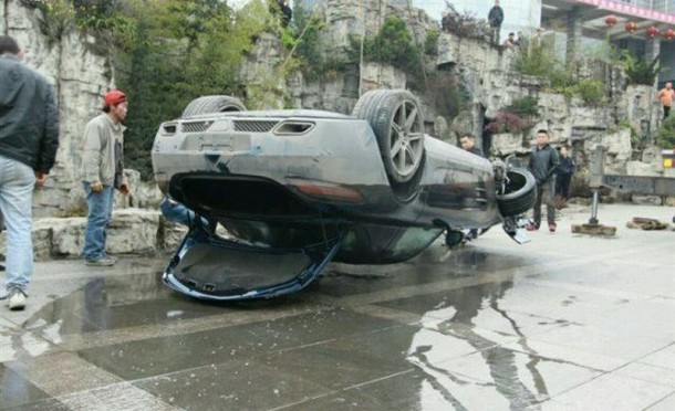 Mercedes-Benz SLS AMG Flips Into Pond in China (2)