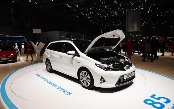 Toyota Auris Sports Touring Hybrid (15)