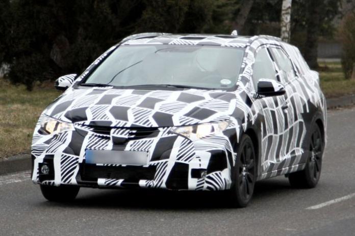 Honda Civic Tourer Spy Photos (1)