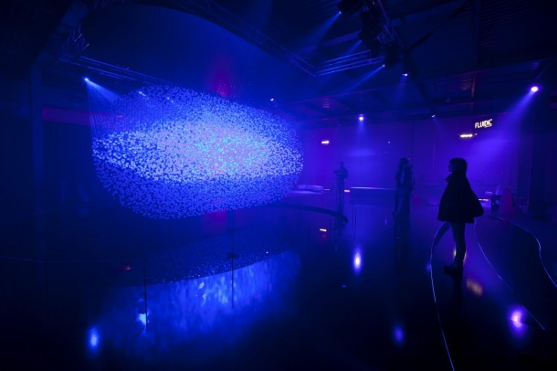 Hyundai reveals Fluidic Sculpture In Motion light installation (8)
