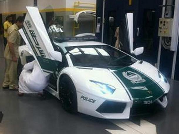 Lamborghini Aventador for Dubai Police (1)