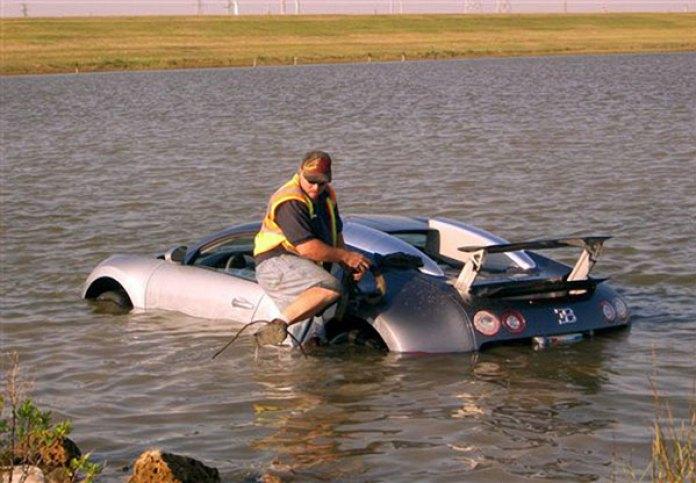 bugatti-veyron-lake-crash