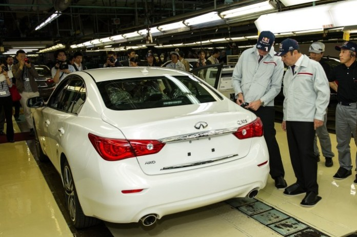 Johan de Nysschen and Carlos Ghosn at the Q50 production line