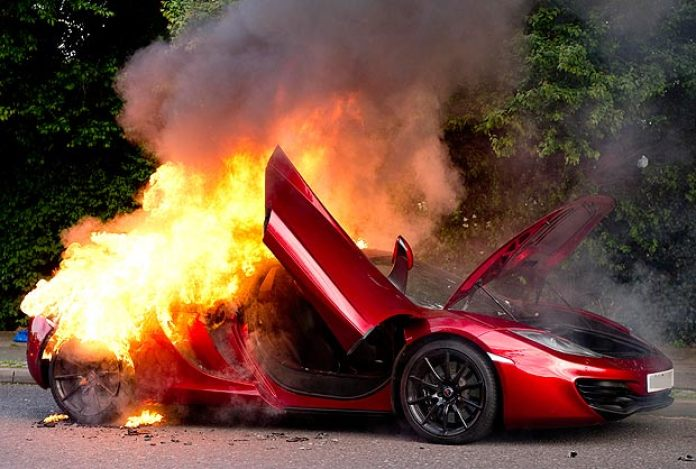 McLaren MP4-12C on fire (1)