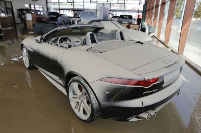 Floods Destroy Jaguar Land-Rover Dealership in Deggendorf (4)