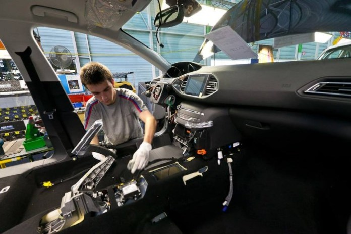 Peugeot 308 2014 Production Start (1)