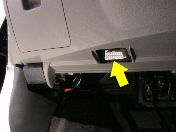2005_nissan_maxima_obd_connector