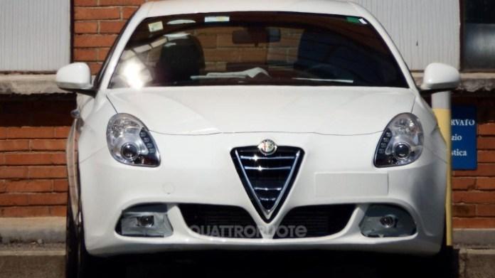Alfa Romeo Giulietta facelift 2014 Spy Photos (1)