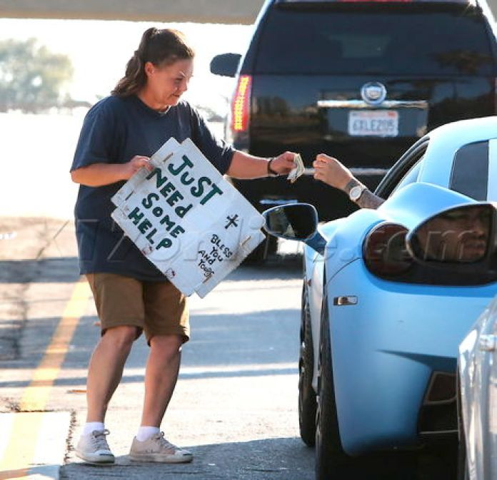 EXCLUSIVE Justin Bieber generous with homeless