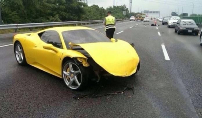 Ferrari 458 Italia crash (2)