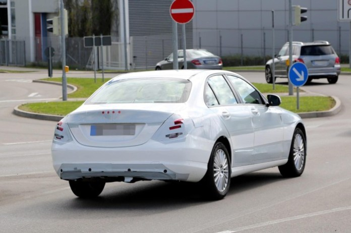 Mercedes C-Class 2014 spy photos (4)