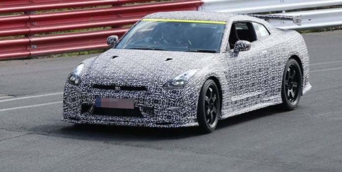 Nissan GT-R Nismo at Nurburgring Spy Photos (4)