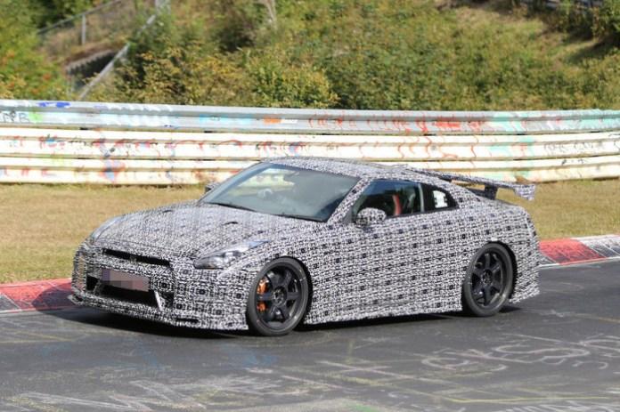 Nissan GT-R Nismo at Nurburgring Spy Photos (7)