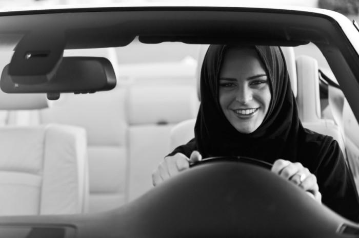 Saudi-woman-driving