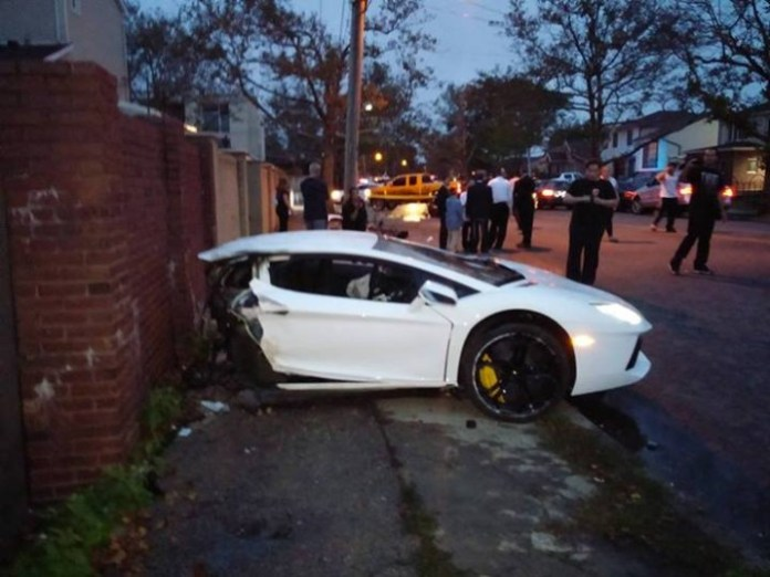 lamborghini-aventador-crash-in-brooklin-splits-car-in-half_1
