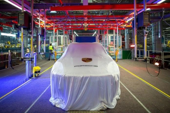 Porsche Macan teaserr (1)