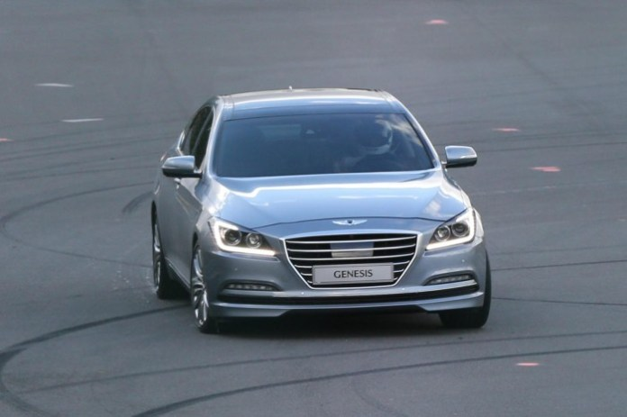 Hyundai Genesis 2014 Spy Photos (1)
