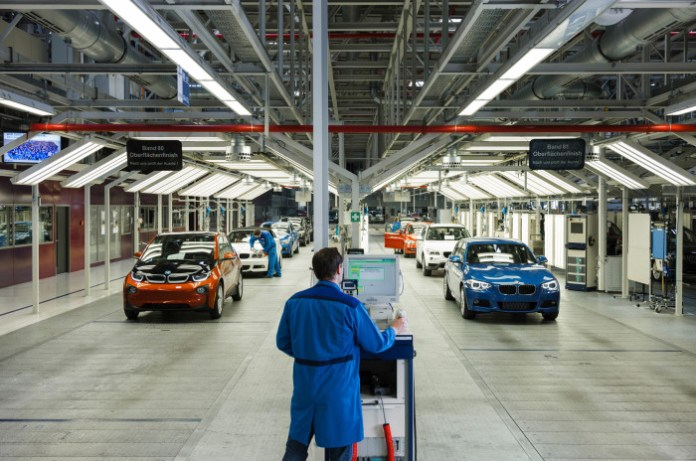 2014-BMW-i3-rolling-off-production-line1