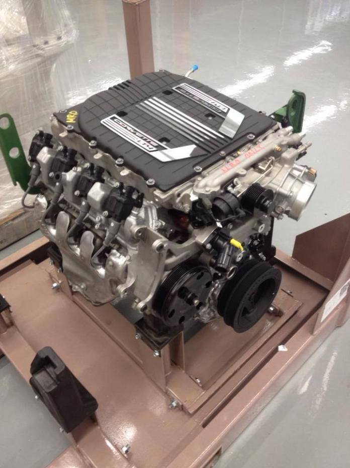 2015-corvette-z06-photo-leaked engine
