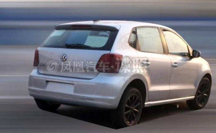 2014 Volkswagen Polo facelift spy photo (1)