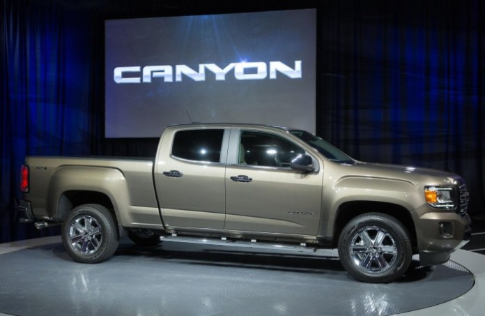 2015-GMC-Canyon-live-in-detroit-11