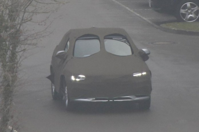 Audi Q3 facelift 2015 spy photos (2)