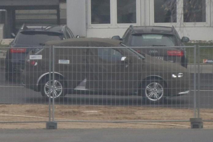 Audi Q3 facelift 2015 spy photos (3)