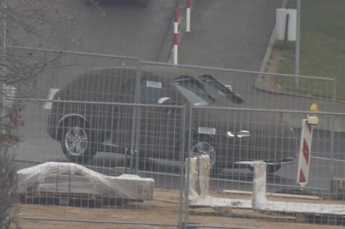 Audi Q3 facelift 2015 spy photos (4)