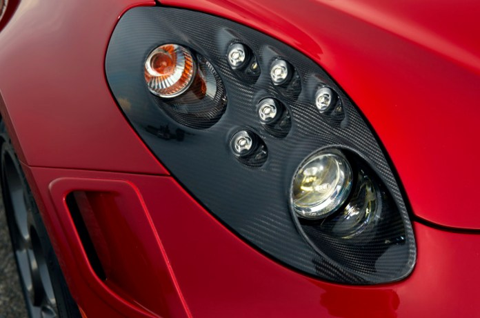 2014-Alfa-Romeo-4C-headlight