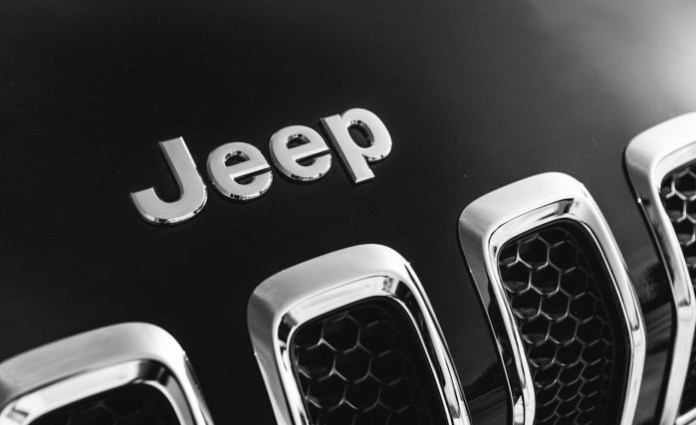 2014-jeep-cherokee-limited-4x4-grille-and-badge-photo-581003-s-1280x782